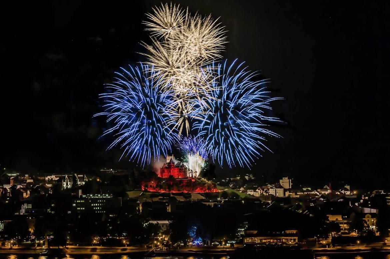 Фестиваль фейерверков «Рейн в огне» в Германии c9ed7dff2b249f2a94bc3fea6a2836d0.jpg