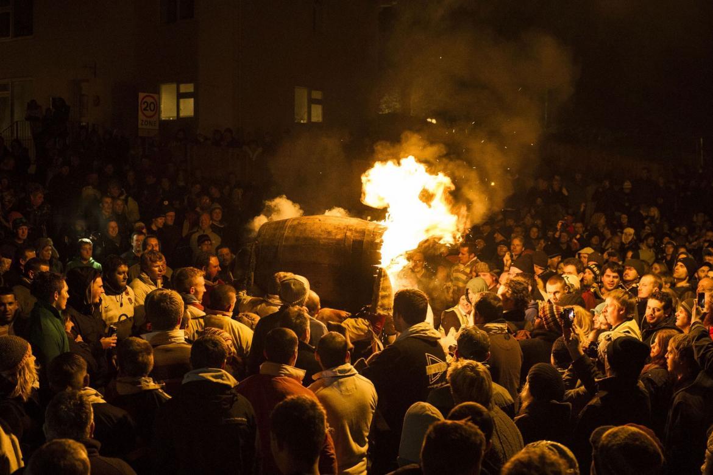 Фестиваль Горящих Бочек в Оттери cf3d6ac8731bf461206c5e3428320f3c.jpg