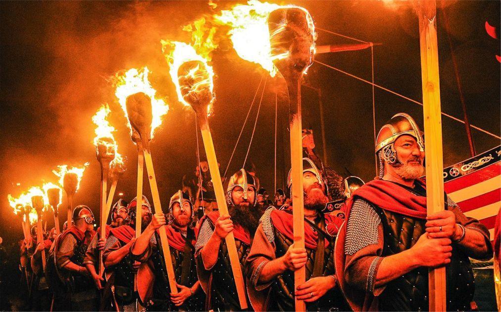 Фестиваль викингов «Up Helly Aa» в Леруике e5679f1497b2377471e9d7865aa356ee.jpg