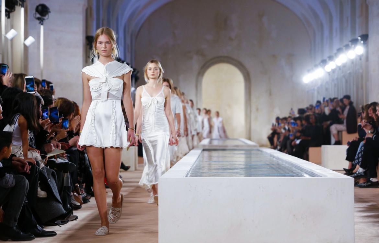 Неделя моды Ready to Wear в Париже e89e76ba1079905cbb520074ffea36e7.jpg
