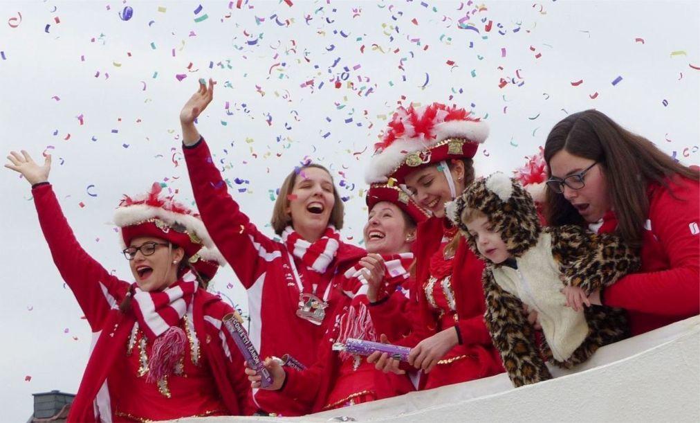 Карнавал в Бонне e90984224a1a401f46f7beae2baa1261.jpg