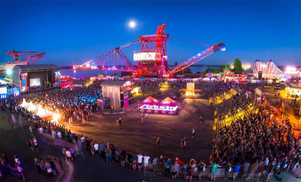 Музыкальный фестиваль «Melt!» в Грефенхайнихене eb17eac3b22afb9a8e62d1fa73d88912.jpg
