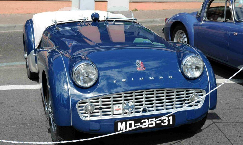 Выставка исторических автомобилей в Фунчале efb3910b0620ad28d0ac95722d833e58.jpg
