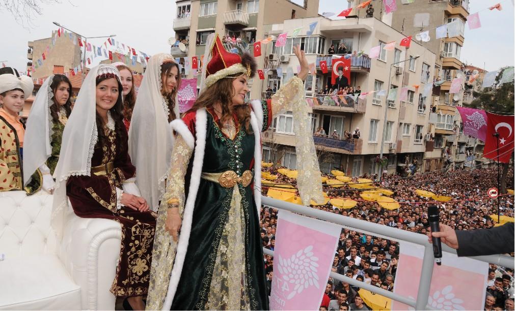 Фестиваль «Месир Маджуну» в Манисе f404942e0f3da1c9f27772d114e595af.jpg
